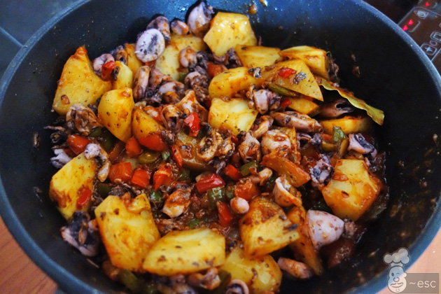 Guiso de calamares con patatas y fideos