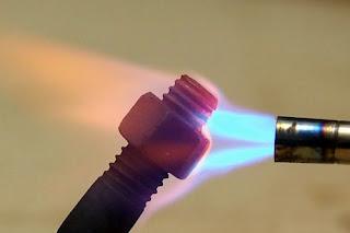 dùng nhiệt tháo bulong