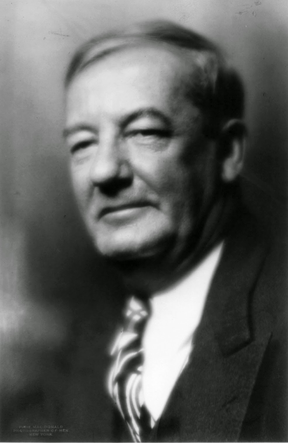 Photo of Sherwood Anderson.  Image source: http://upload.wikimedia.org/wikipedia/commons/2/28/Sherwood_Anderson_cph.3b16123.jpg