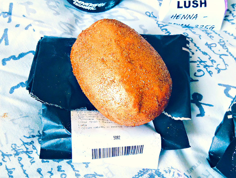 LUSH Golden Egg Bath Bomb Melt