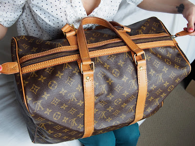 f8964b135877 Upside down Louis Vuitton monograms on the other side of the bag tells you  that this bag was made from one solid piece of canvas. Louis Vuitton  materials do ...