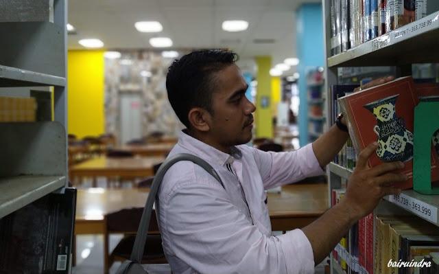 Buku Usang Tak Pernah Pudar Ilmunya di Perpustakaan Unsyiah