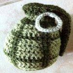 http://www.solmuteoriaa.com/crochet-patterns/hand-grenade/