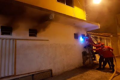 Incêndio atinge salão de beleza no centro de Ipirá