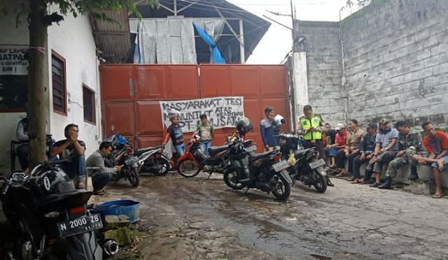 Ratusan karyawan saat ngeluruk PT Lumajang Satwa