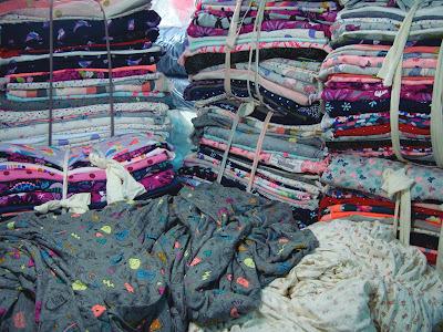 Những chất liệu vải giá rẻ, chất lượng để may quần áo trẻ em