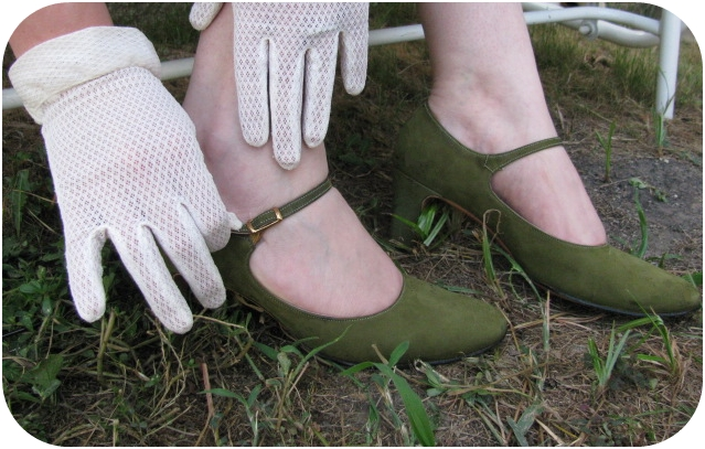vintage crochet gloves and green maryjane high heel vintage shoes