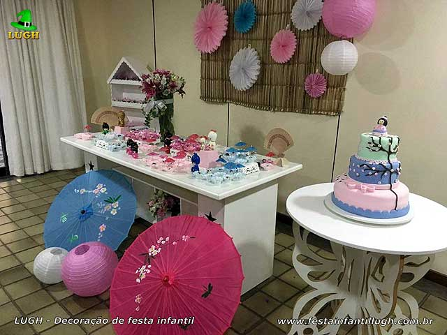 Decoração de mesa provençal básica simples para festa com o tema da Boneca Japonesa