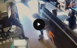 Vídeo: Mulher é proibida de usar banheiro, defeca no chão e joga fezes em funcionários, assista!