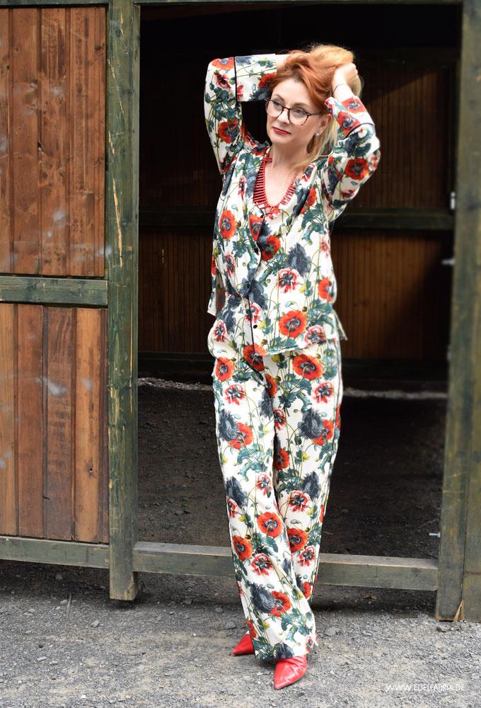 so stylst Du einen Pyjama im Alltag