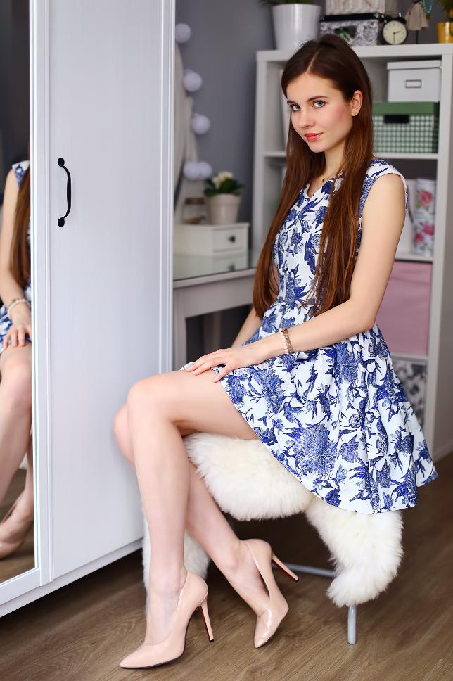 Ariadna Majewska  White%2Boutfit%2Bfloral%2Bdress%2Bbeige%2Bpumps%2Bnude%2Bheels