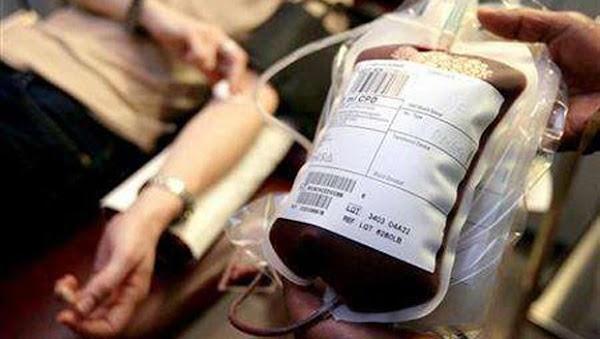 Madre denuncia discriminación tras negarse a que su hija reciba transfusión de sangre