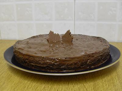 Tarta de caqui y chocolate, sin lactosa.