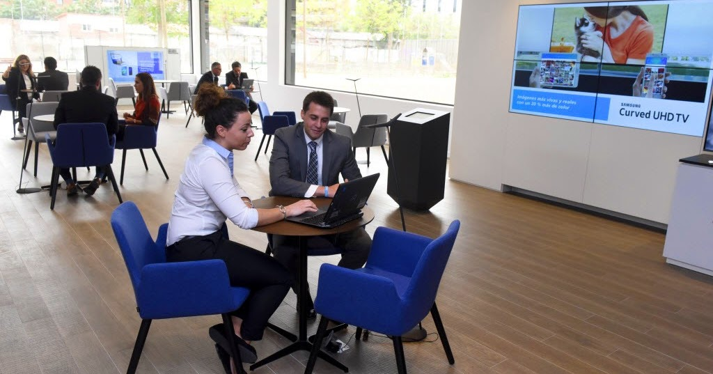 Digital signage creativo digital signage y digital out for Oficinas de caixabank