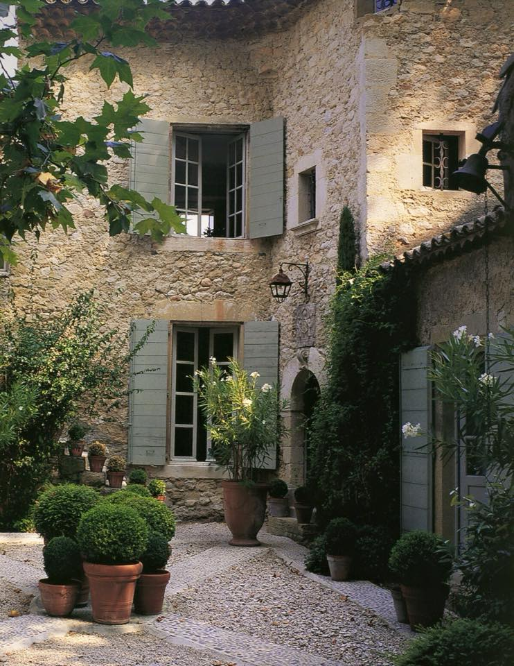 Wonderful french courtyard content in a cottage for Old world house plans courtyard