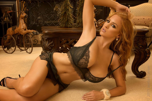 hot-sexy-Jordan-Carver-Christmas-2011-photo-shoot-picture-24