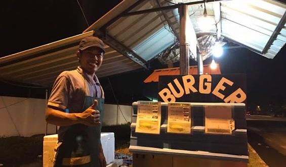"""""""Saya Beli Burger Kerana Akhlak Dia, Setiap Kali Ambil Duit, Tangannya Akan Ke Arah Dada Dan Ucap Alhamdulillah"""""""