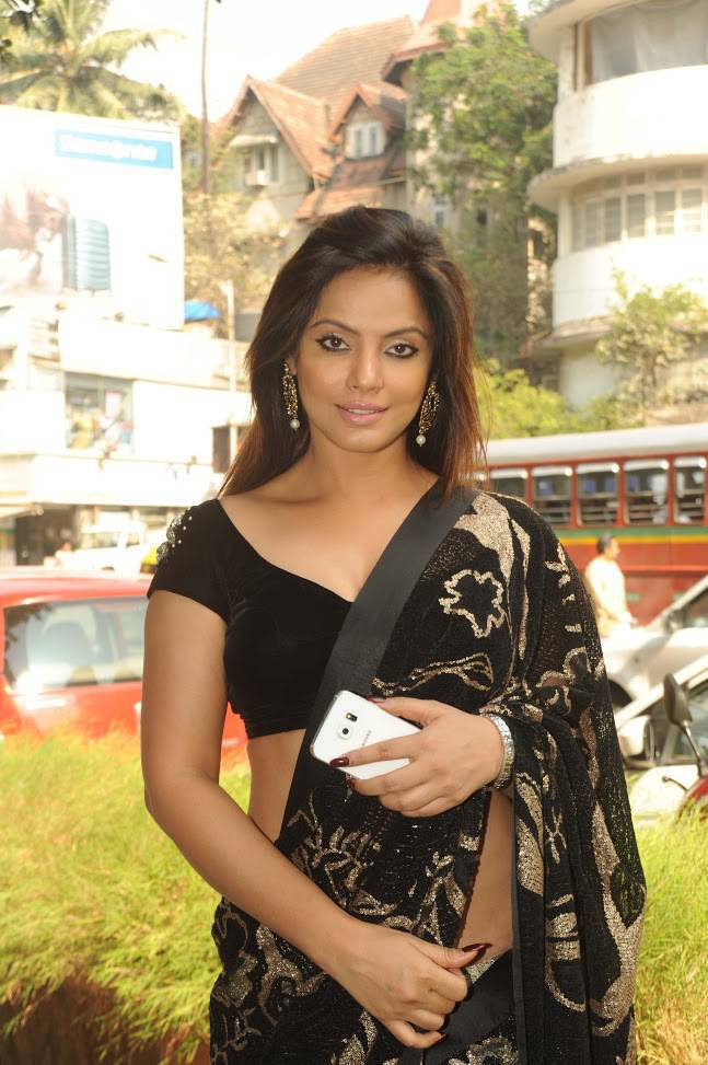 Bollywood Actress In Designer Black Saree Neetu Chandra