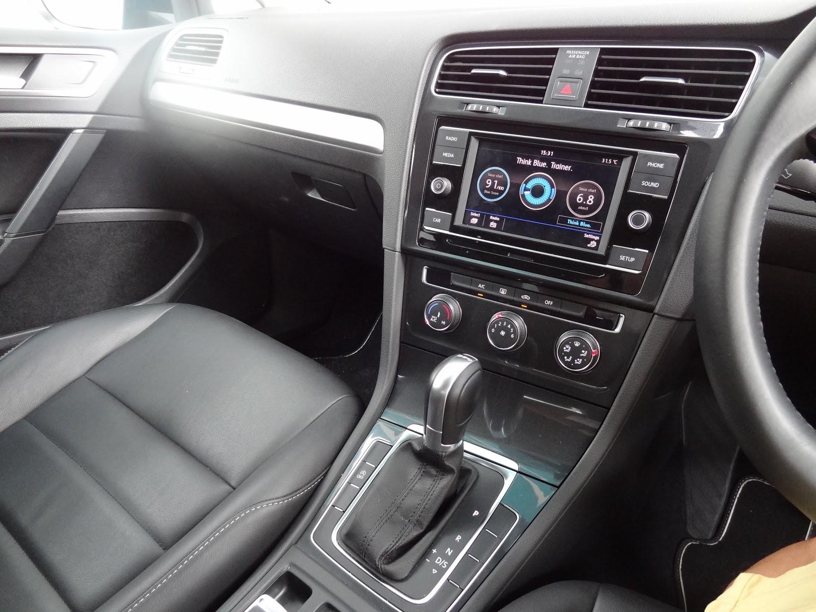Shaun Owyeong: Volkswagen Golf TSI 1 0L (2018) [Car Review]
