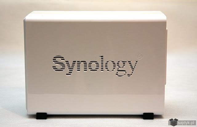 Synology DS216j z boku