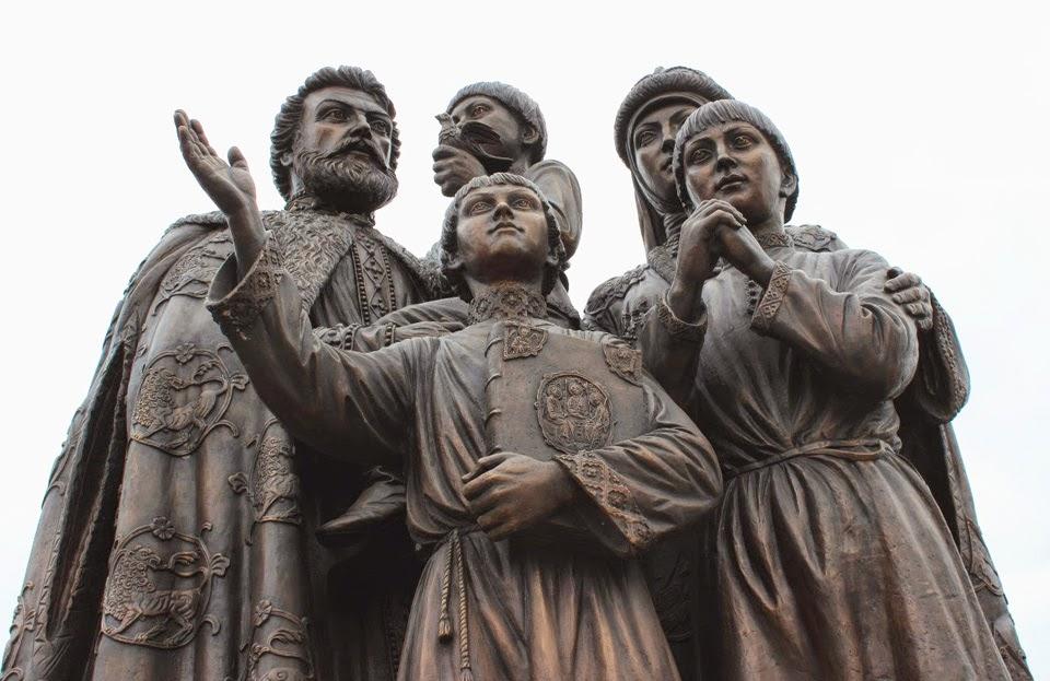 Памятник родителям преподобного Сергия Радонежского на проспекте Красной Армии, Сергиев Посад.