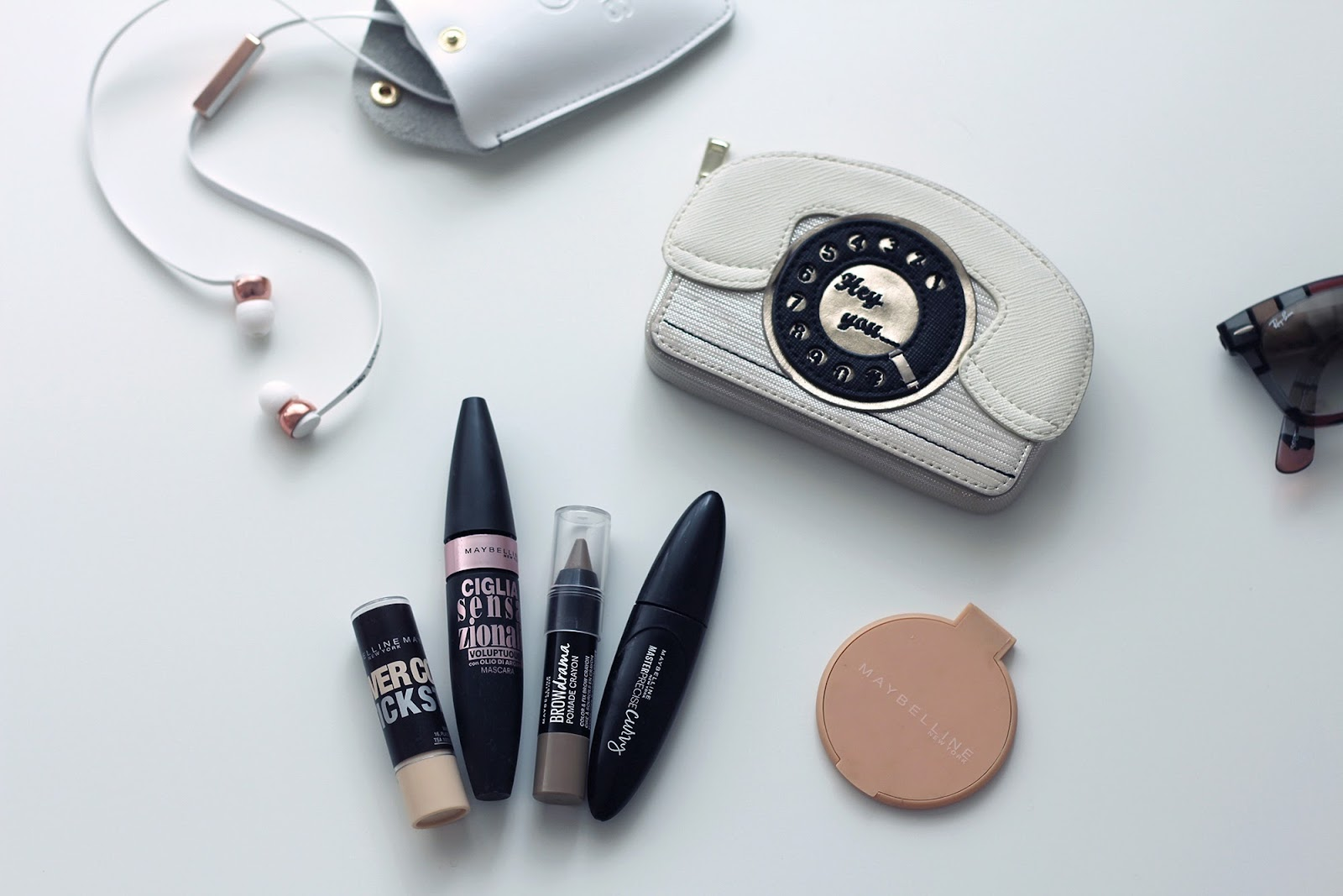 fashion style blogger outfit ootd italian girl italy trend vogue glamour pescara what is in my bag borsa make up maybelline cosmetics sudio sweden music pablo baldini yellow case app cover iphone