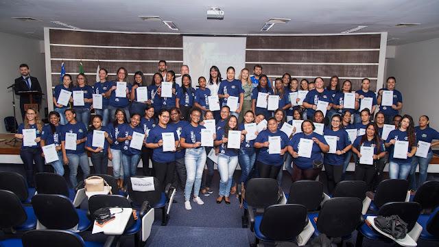 Termoelétrica certifica mulheres em cursos de qualificação profissional