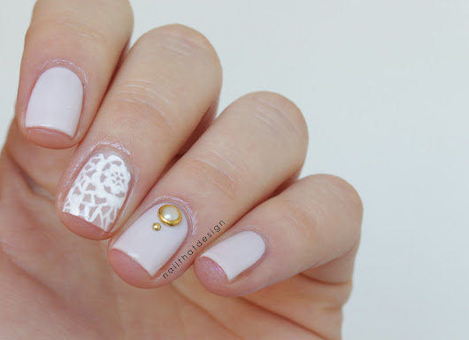 Elegant flower lace nails