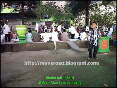 sholat ied di alun-alun kota jombang