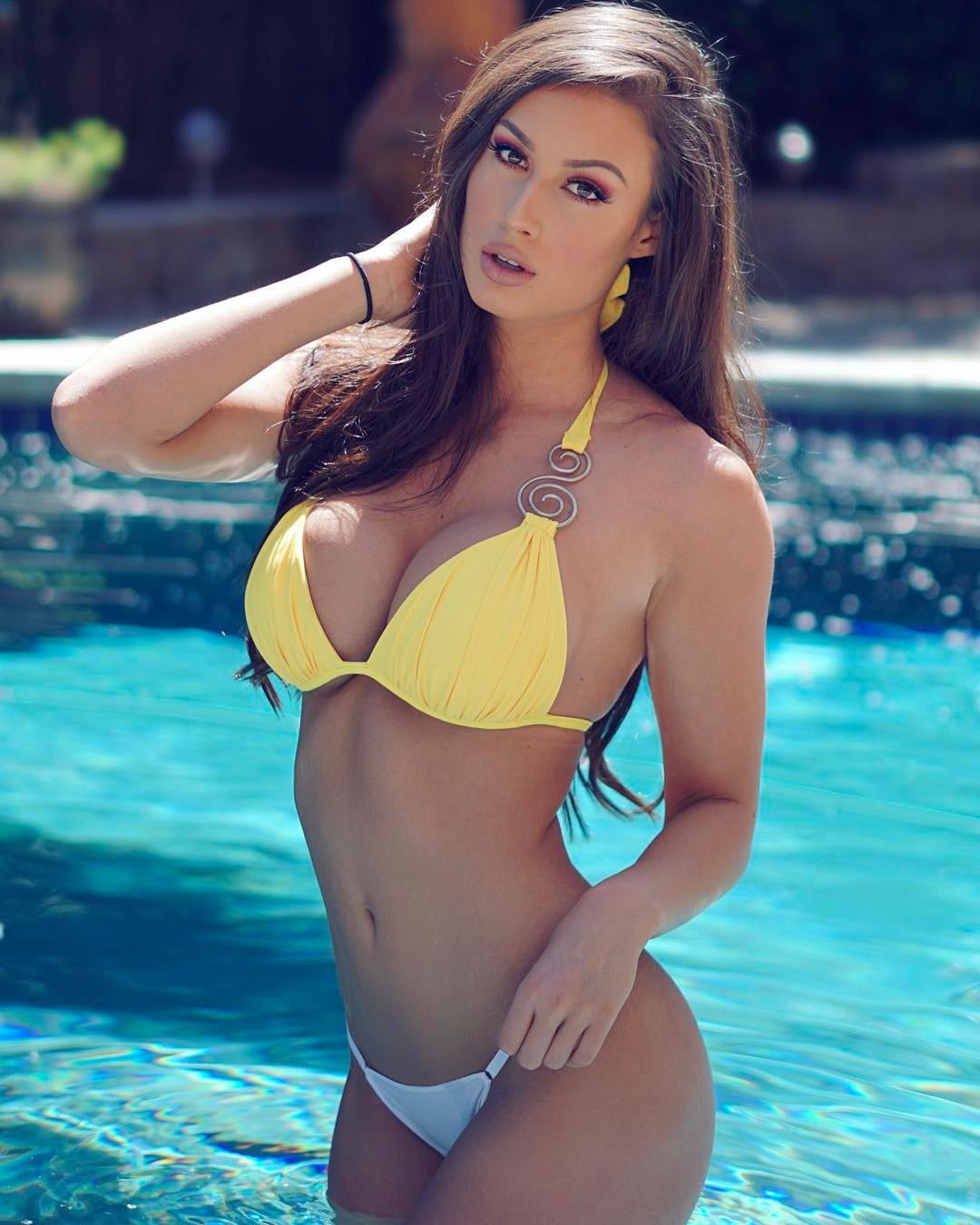 Bianca Kmiec Bikini Pictures