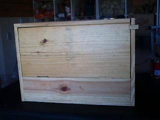caixa fechada de madeira