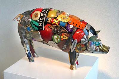 Escultura de Leo Sewell con materiales reciclados