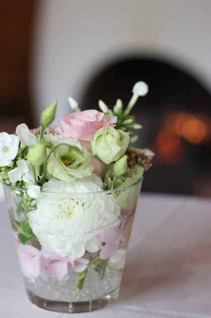 Blumenarrangements Hochzeitsmotto aus M wird M, Pastell und Vintage im Riessersee Hotel Garmisch-Partenkirchen, Bayern