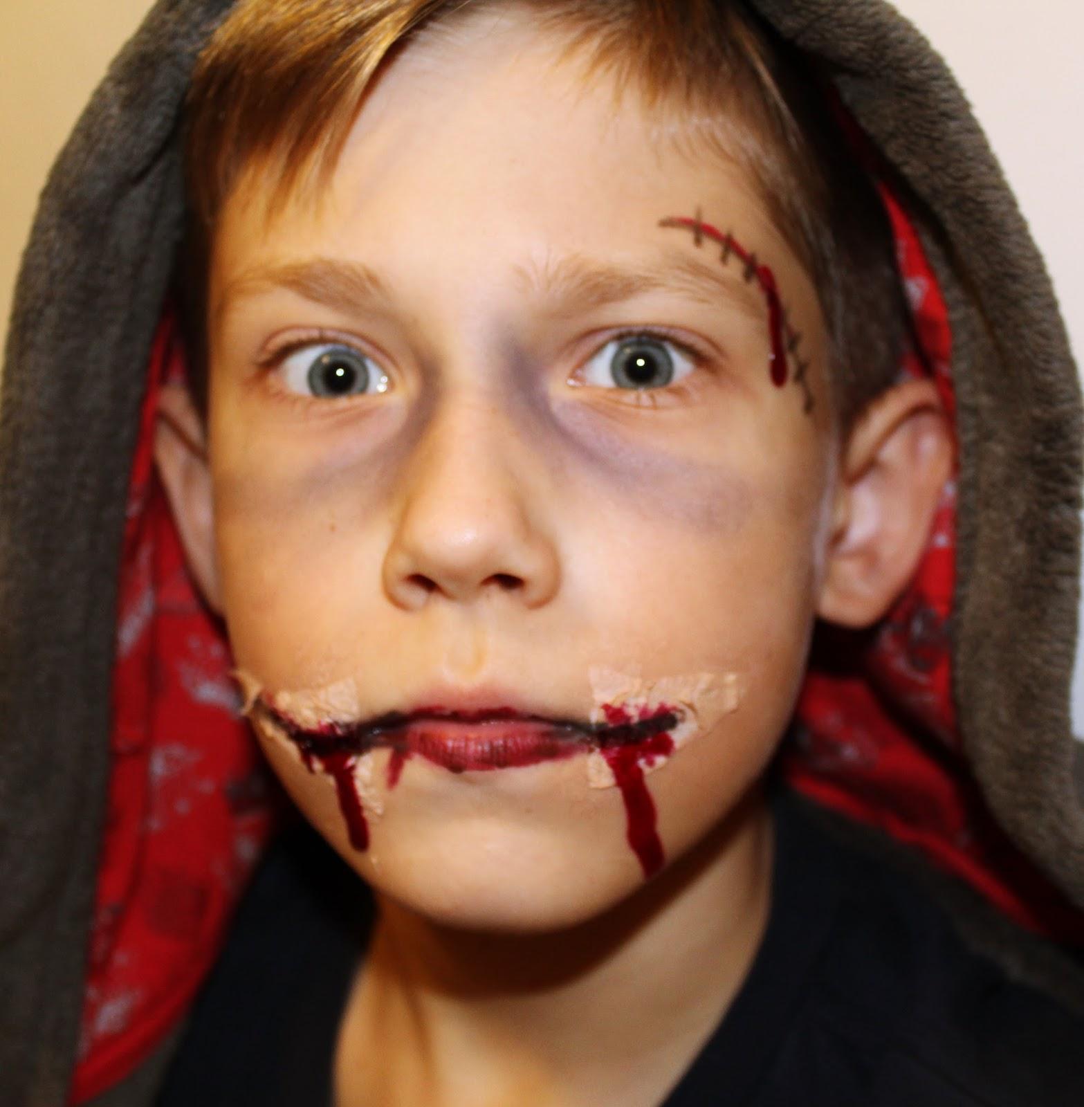 Makijaż na Halloween - Chelsea Smile - MAKEUP REVOLUTION