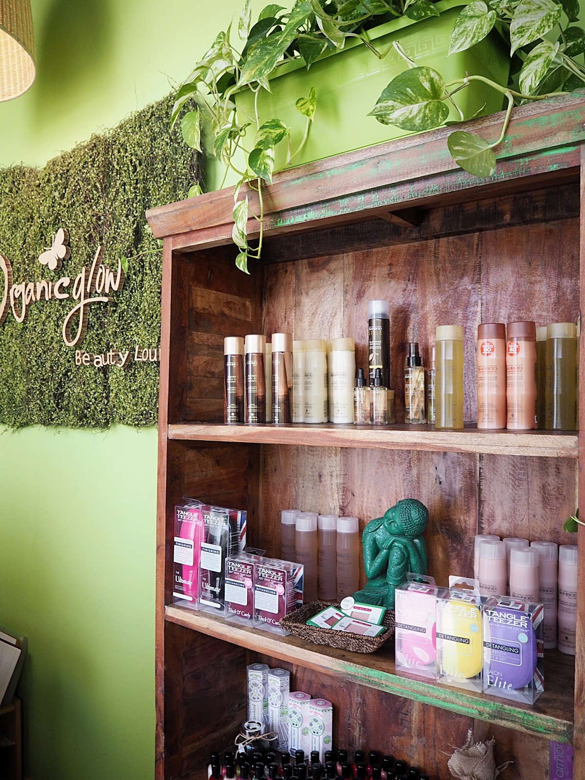 The Organic Glow Beauty Lounge - The UAE's First Completely Green Ladies Salon
