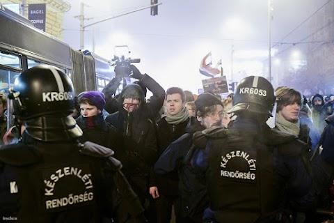 A tüntetőknek nemcsak kamerába kellett mondaniuk a nevüket, de még DNS-t is adtak