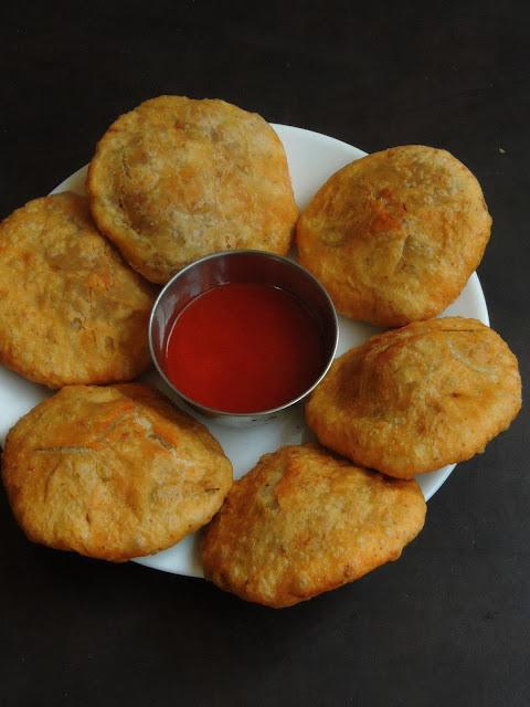 Onion Riceflakes Kachori, Pyaaz Poha Kachori