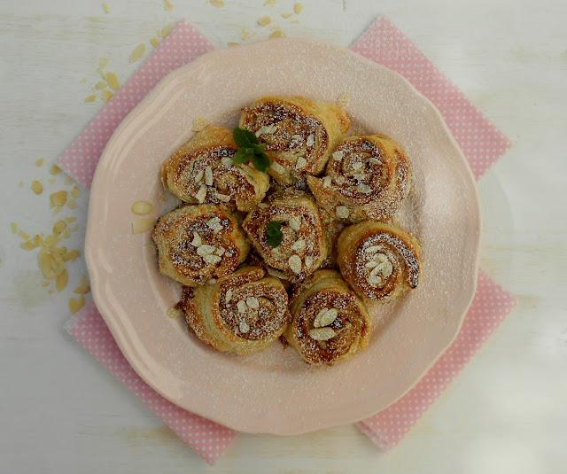 rollitos de manzana, almendra y spéculoos