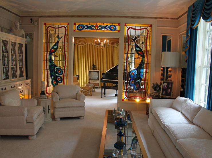 Foyer Console Quest : Elvis presley s graceland mansion travel quest us road