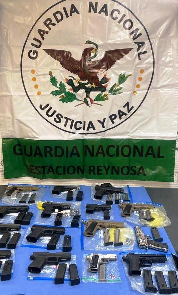 GUARDIA NACIONAL DETIENE A PASAJERO DE AUTOBÚS QUE VIAJABA CON 15 ARMAS CORTAS Y 29 CARGADORES