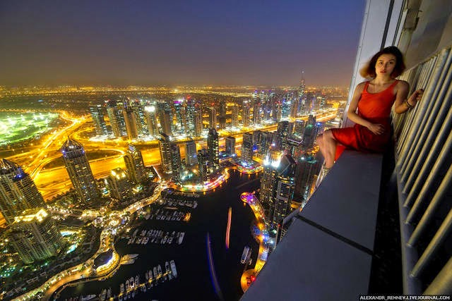 15 Most Amazing Selfies From World S Tallest Building Ever