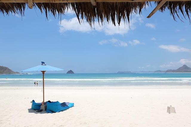 Pantai Selong Belanak, Pantai Indah dan Minimalis di Lombok Tengah