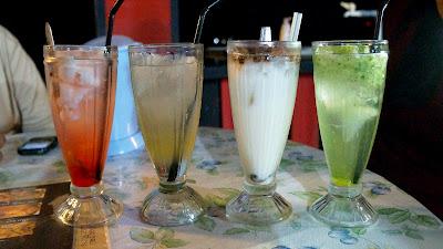 Minuman temen makan di warong Kak Ros