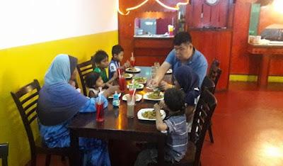 Uncle Ini Membantu 8 Adik-Beradik Yang Ditinggal Bapa Bersama Ibu