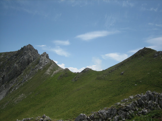 Rutas Montaña Asturias: Camino al Alto de los Camisos y Prau del Albo
