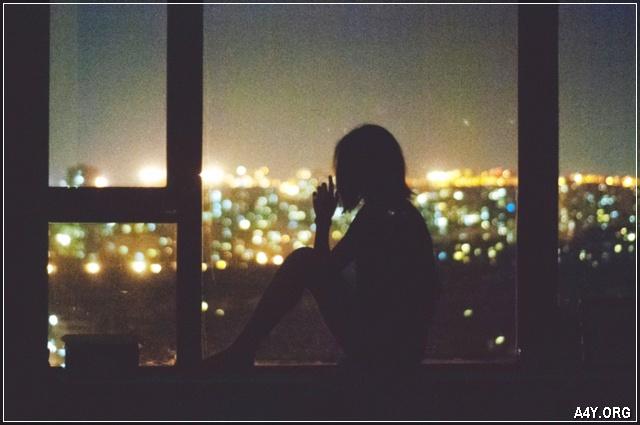 ảnh cô gái buồn trong đêm