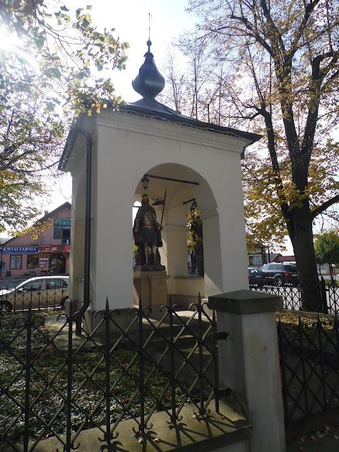 Ciężkowice, figura św. Floriana na rynku