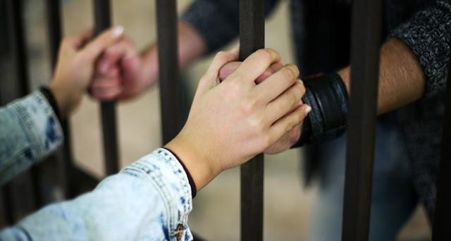 Dictan prisión preventiva contra dos domésticas acusadas de robo millonario