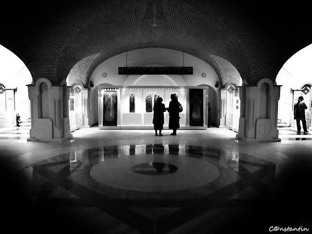 """Iași - Catedrala Mitropolitană (""""ramă"""" creată prin jocul lumină-întuneric) - blog FOTO-IDEEA"""