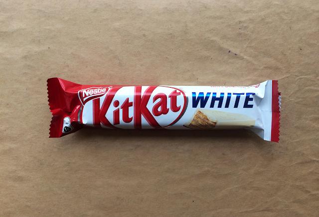 Новый KitKat «White» с белым шоколадом, Новый Kit Kat «White» с белым шоколадом, Новый КитКат «White» с белым шоколадом, Новый Кит Кат «White» с белым шоколадом, Новый KitKat «White» с белым шоколадом состав цена стоимость пищевая ценность 2017 Россия